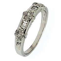 18 WHITE GOLD ROUND & BAGUETTE WEDDING BAND - 0.70 CT