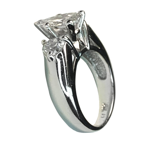 14 KT WHITE GOLD - PEAR DIAMOND RING - 1.65 CT