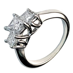 14 KT WHITE GOLD PRINCESS DIAMONDS ENGAGEMENT RING - 1.02 CT