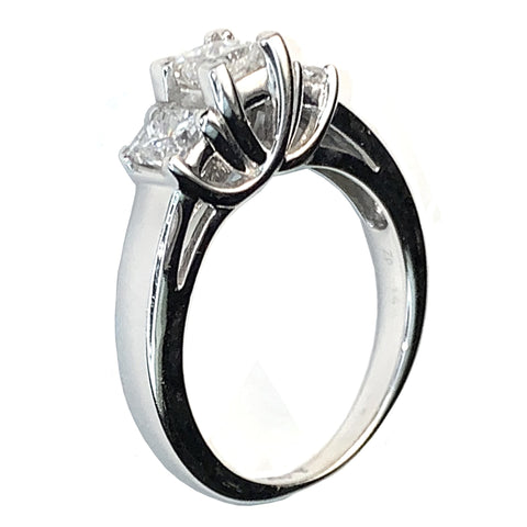 14 KT WHITE GOLD 3 STONES  PRINCESS DIAMONDS ENGAGEMENT RING - 0.86 CT