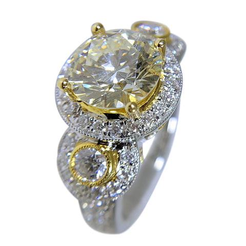 18 TT GOLD - GORGEOUS ROUND DIAMOND RING - 3.39 CT