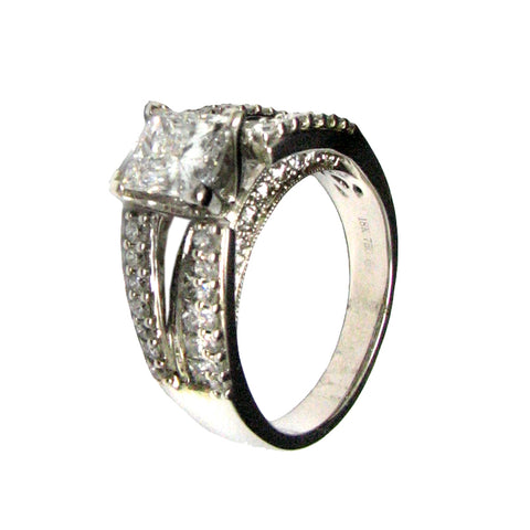 18 KT WHITE GOLD PRINCESS DIAMOND RING - 2.96 CT