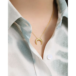 Sterling Silver Simple Moon Necklace Wholesale 3