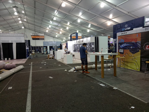 SEMA 2017 Nov 29 Setting up display table