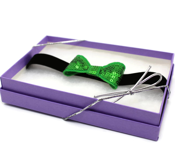 green bow tie choker gift-wrapped in Arthiln box