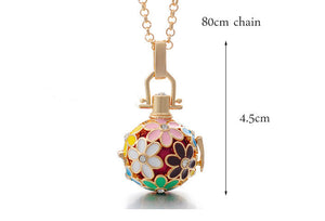 Trendy Chime Harmony Flower Aromatherapy Locket Necklace and 10 Felt Pads