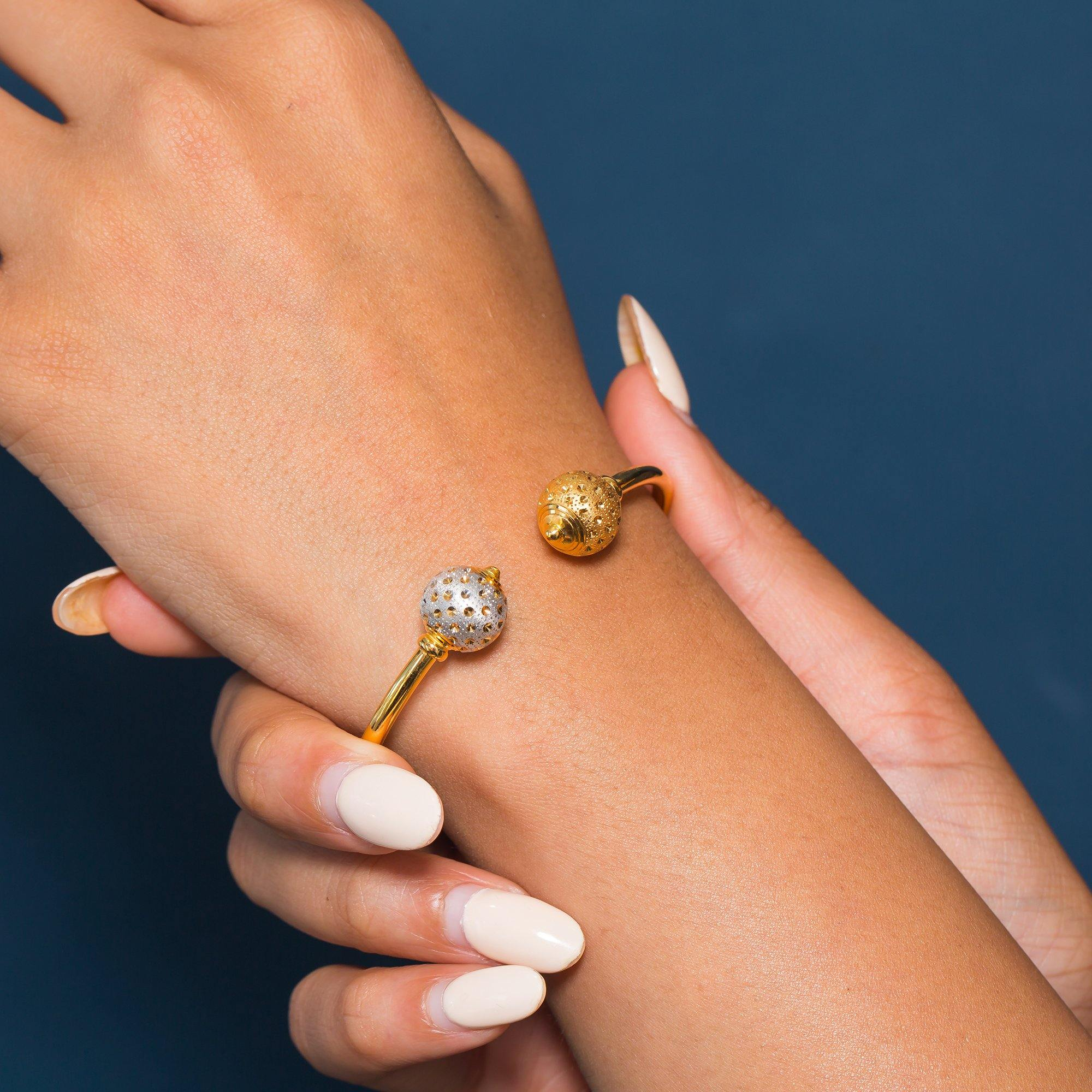 22K Multi Tone Gold Bangle W/ Facing Speckled & Dimpled Accent Balls