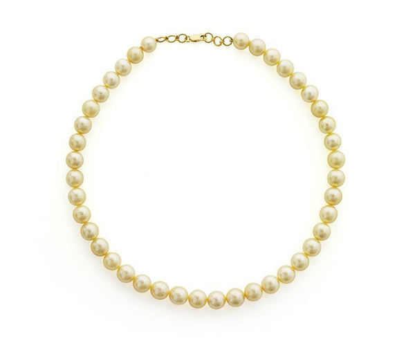 22K Yellow Gold Pearl Necklace | Exude with the essence of a classic luxury in this elegant 22K yellow gold pearl necklace from Vi...