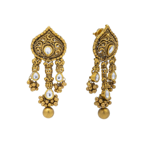 An image showing the post on one of the matching Antique Kundan 22K gold earrings from Virani Jewelers. | Add antique beauty to your favorite ensemble with this gorgeous 22K gold necklace set from Virani...