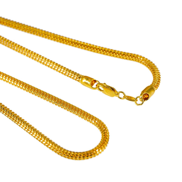 A closeup image of of the thick gold chain for men and women from Virani. | Enhance your wardrobe and give yourself the boost of confidence that you need with this gorgeous ...