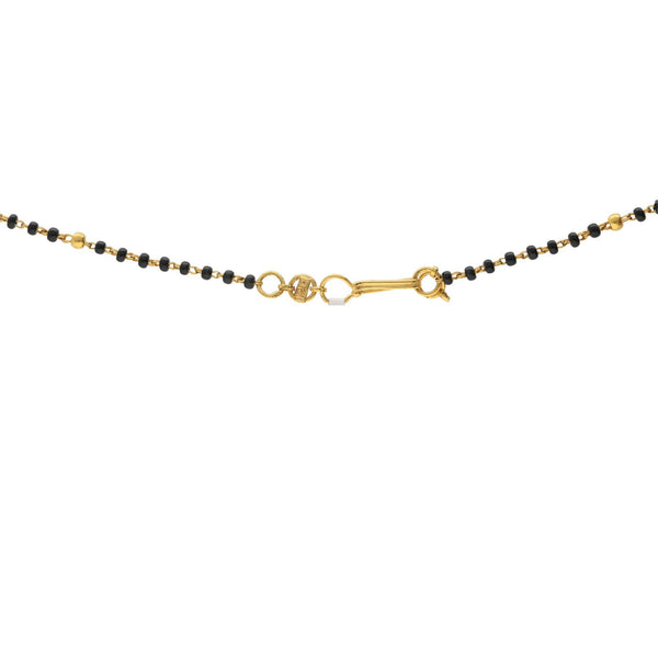 An image of the hook-in-eye clasp on the Vidya Mangalsutra 22K gold chain necklace from Virani Jewelers. | Show your new bride how much you care with the 22K Gold Vidya Mangalsutra Chain Necklace from Vir...