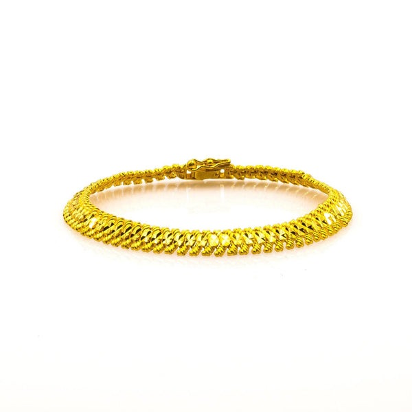 22K Yellow Gold Men's Bracelet W/ Artisanal Fishtail Link | Add a classic touch to your chosen look with this handsome 22K yellow gold men's bracelet from Vi...