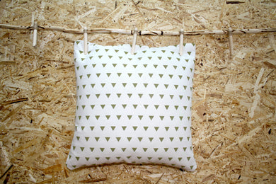 Neutral cushion with jungle green triangle design