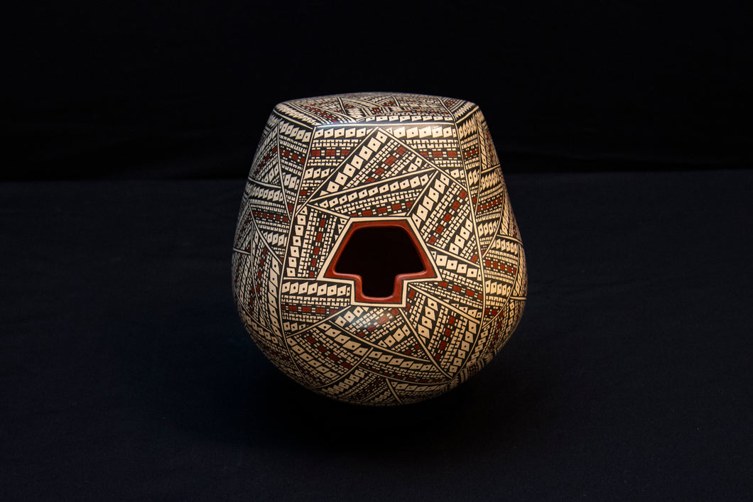Beautiful Mata Ortiz Pot with T shaped opening