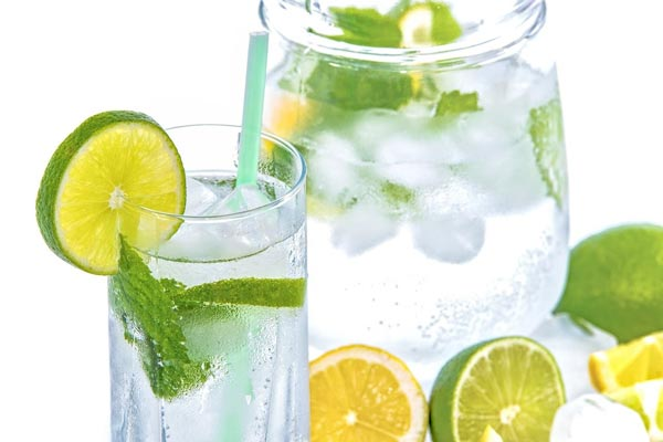 mineral water with lime as detoxing tips