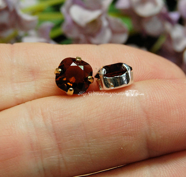 Swarovski Burgundy, 2 Pcs Cushion Cut 4470 With Setting, Vintage Crystal Sew On
