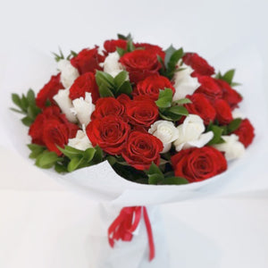 Open image in slideshow, Bouquet-12 - Glamour Rose - flower delivery in Dubai