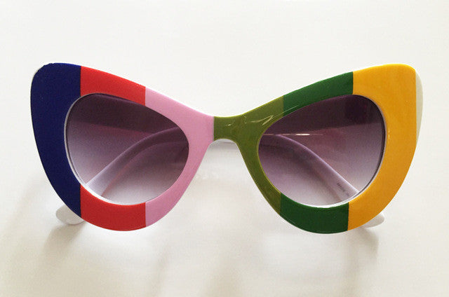 Amazing Women's Classic Cat Eye Vintage Rainbow Striped Sunglasses