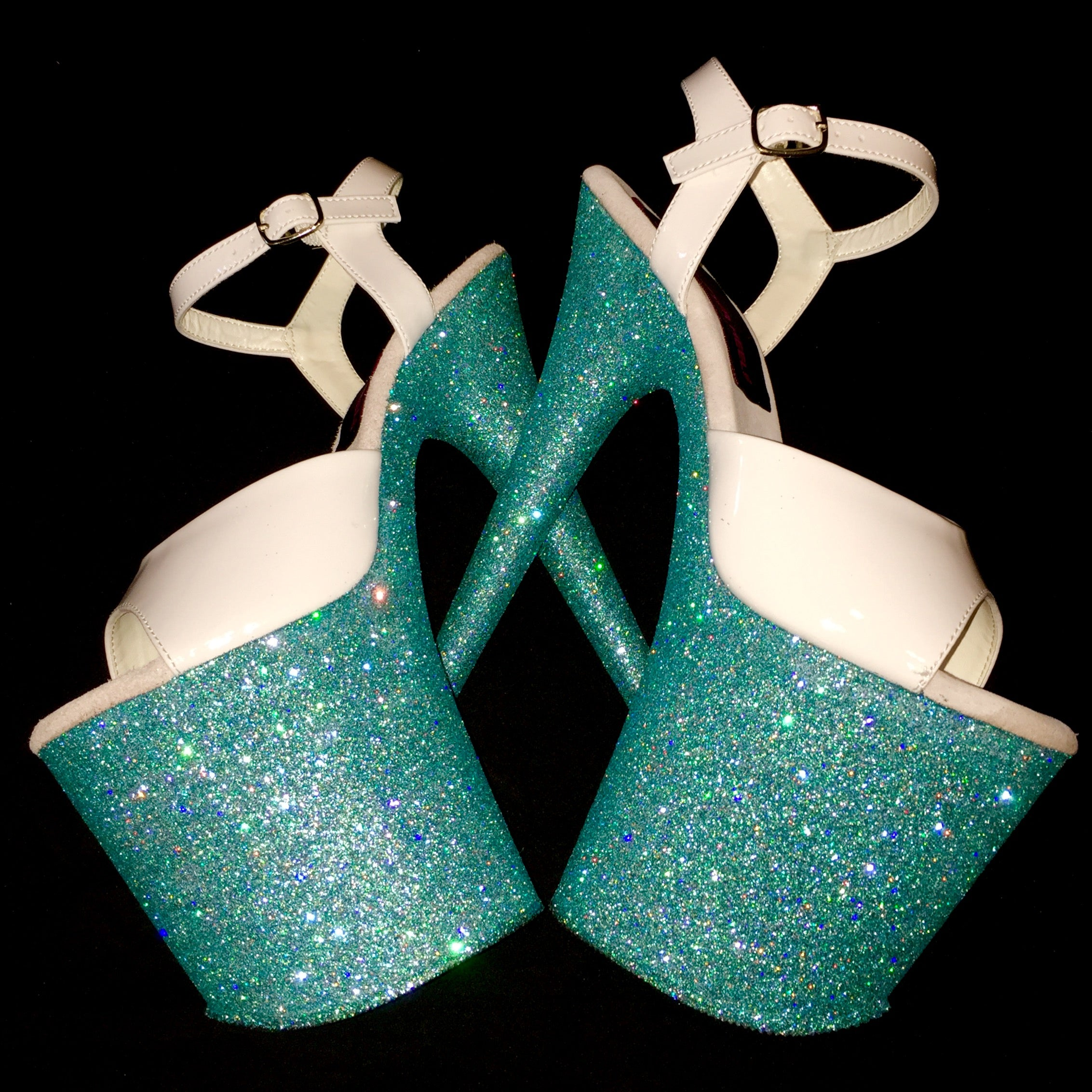 "8"" Tiffany Blue with White Straps"