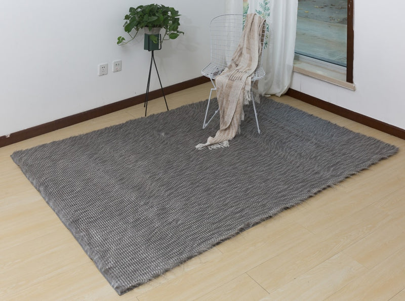 Stendahl, Premium Faux Feathers Rug in Shimmering Silver by Rug Factory Plus