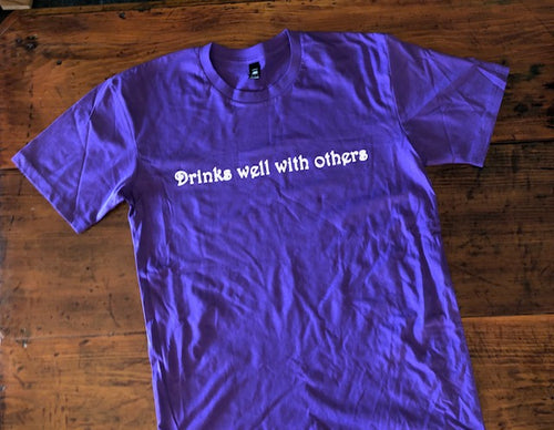 Drinks well with others Purple Size L T-Shirt