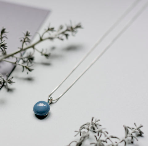 Basic necklace in dusty blue