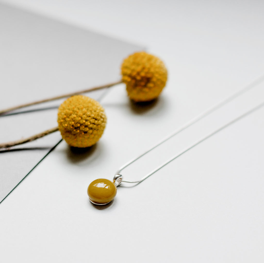 Basic necklace in mustard