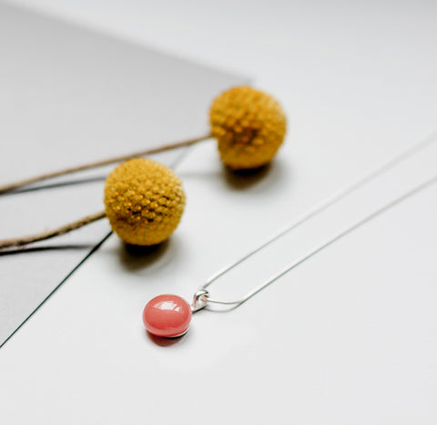 Basic necklace in salmon pink