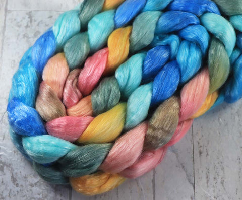 HAPPY HAWAII: Falkland roving - 4.0 oz - Hand dyed spinning wool