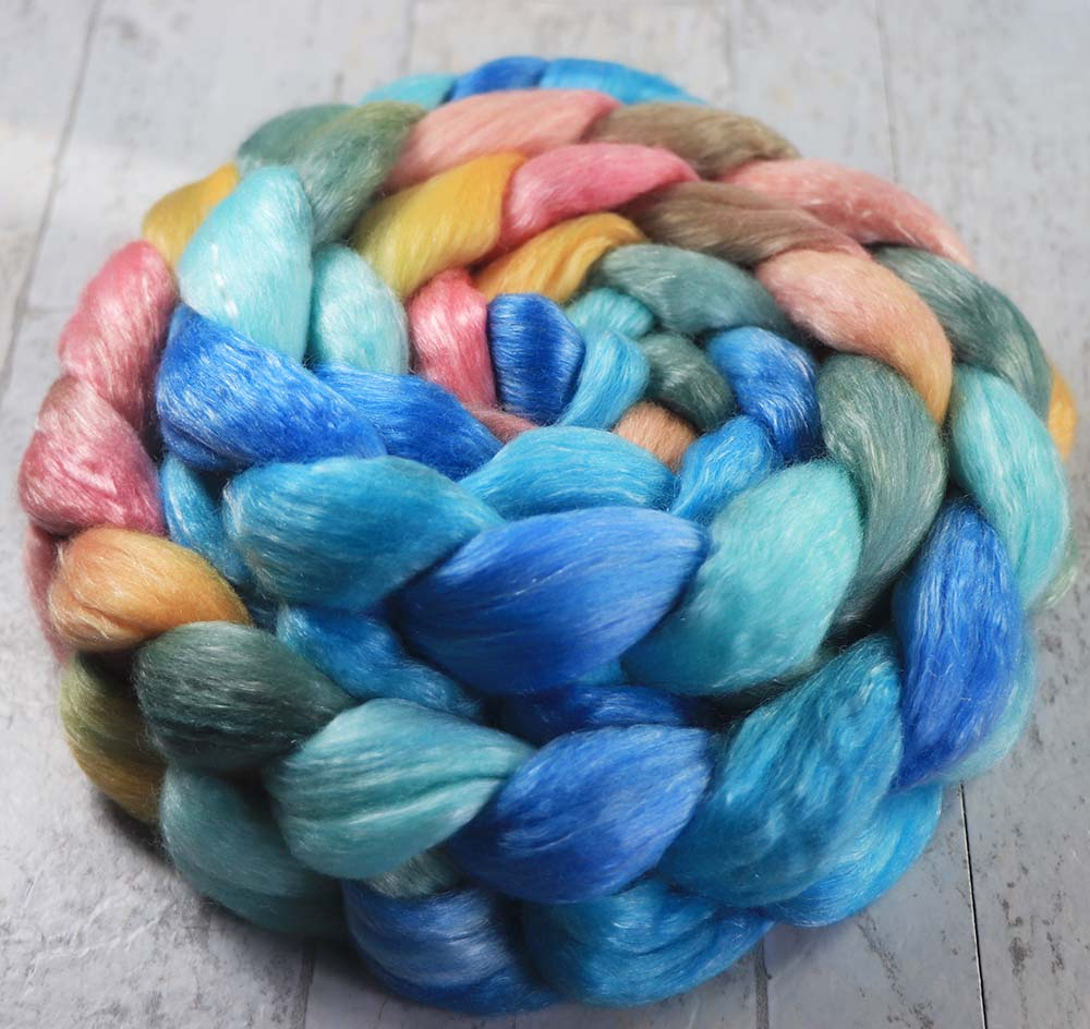 AND SO, THE NIGHT BEGINS: Merino / Tencel Roving - 4.3 oz - Hand dyed spinning wool - Hawaii