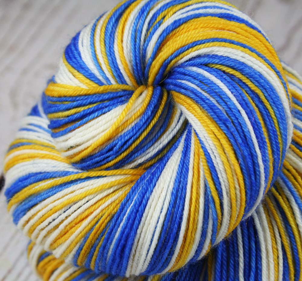 BLUE-GOLD-WHITE - Sports inspired Self-striping Superwash Merino - Nylon Sock Yarn - Hand dyed sock yarn - Sports Team colors - School colors yarn - GOLDEN STATE