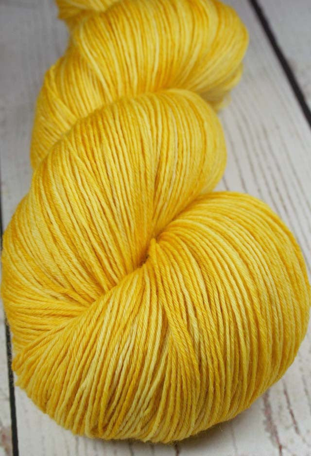 GOLDILOCKS: Superwash Merino Light Fingering Weight Yarn - 822 yds - Hand dyed tonal yarn - Variegated yarn - shawl length - Sock yarn