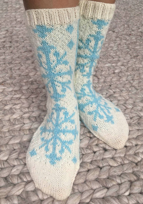 KNITTING PATTERN for Hawaiian Quilt Socks: Angel Trumpet -  Charted Colorwork Sock pattern - digital download
