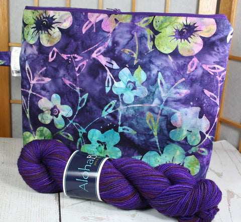 Quatrefoil Yarn Kit - Handmade zipper project bag - Handdyed Merino-Cashmere-Nylon sock yarn