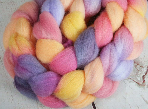 SAN CLEMENTE SUNSET 2: Shetland roving - 4.0 oz - Hand dyed sunset inspired wool roving