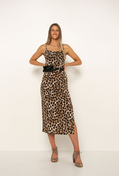 tall-girl-wearing-leopard-split-dress-with-belt-and-heels-day-look