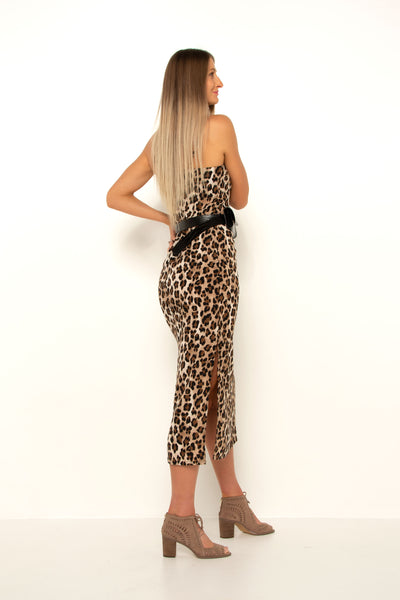 tall-girl-wearing-leopard-split-dress-with-belt-and-heels-side-back-view-day-look