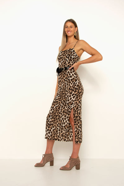 tall-girl-wearing-leopard-split-dress-with-belt-and-heels-side-view-day-look