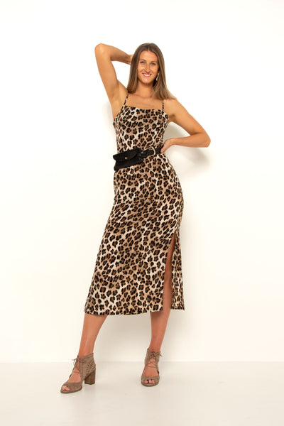 tall-girl-wearing-leopard-split-dress-with-belt-and-heels-front-view-day-look