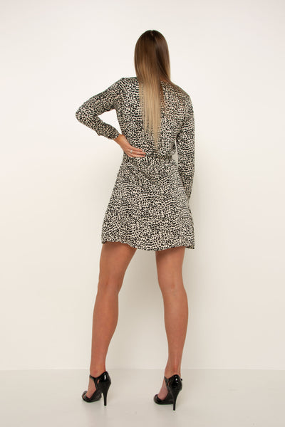 tall-black-and-white-leopard-dress-long-sleeve-day-look-evening-wear