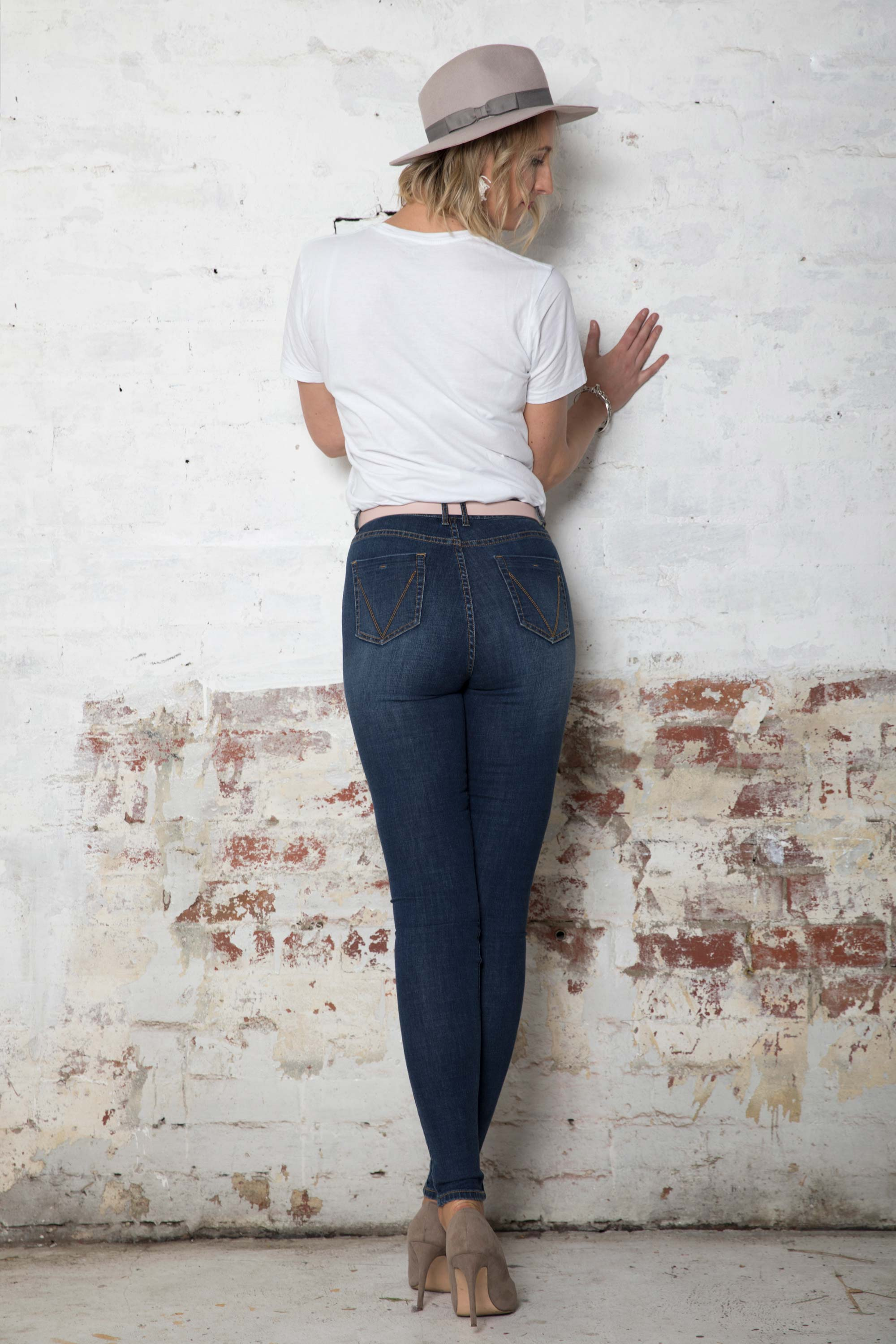 back-tall-high-rise-dark-blue-jeans-with-pockets
