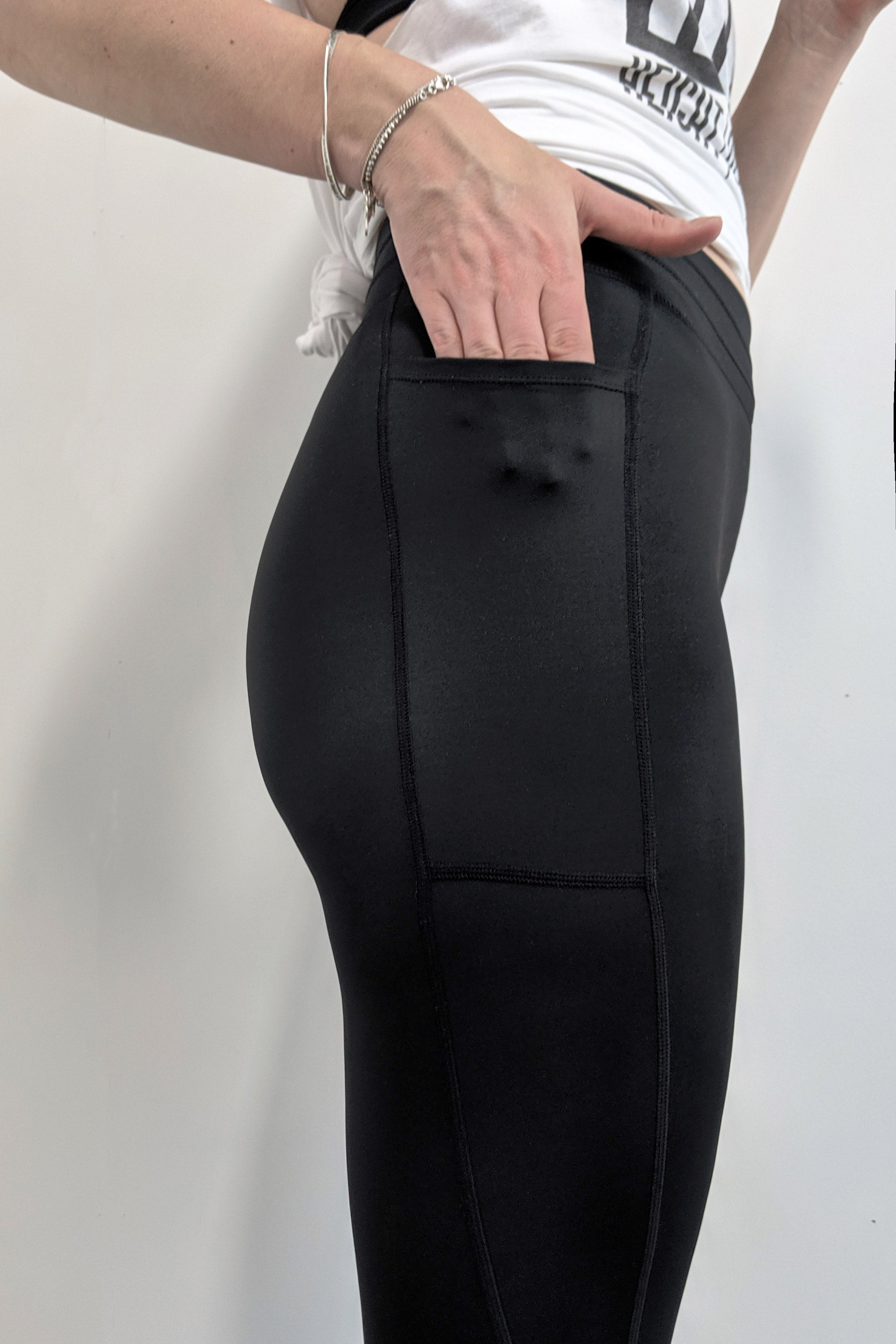 extra-long-black-strecth-leggings-with-pockets-bum-sculpting-and-flattering