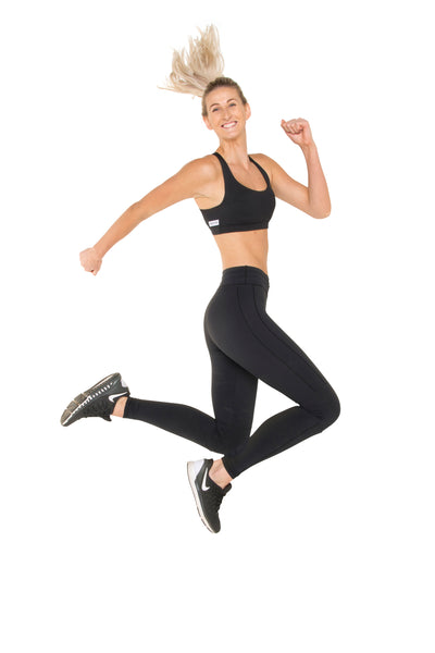 technical-stretch-black-leggings-active-wear-jump-candid