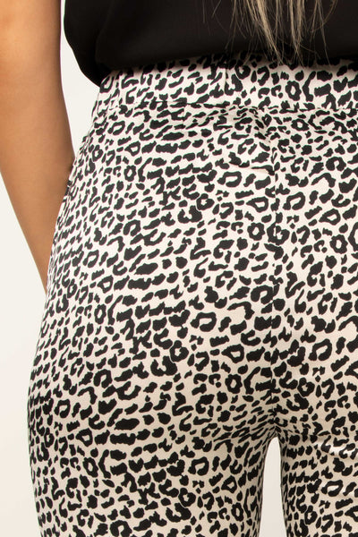 close-up-leopard-print-trousers-flattering-fit-on-bottom-thigh-stretch-waistband
