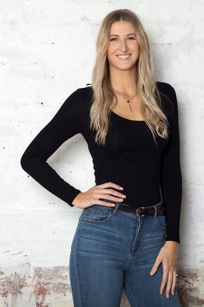 black-long-sleeve-top-on-tall-blonde