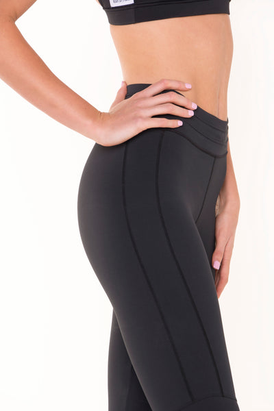 technical-stretch-black-leggings-close-up-side-view