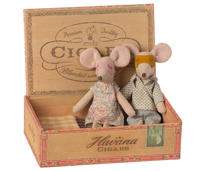 Maileg Mum & Dad Mice in Cigarbox sat up