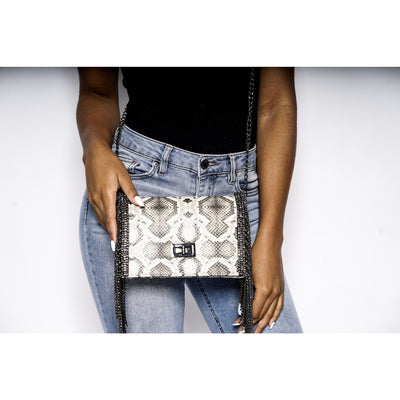 Shay chain link clutch