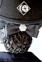 Spiced Equestrian Button Show Bow - Sugar/Silver