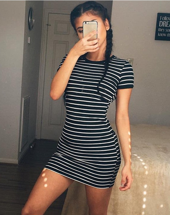 2016 Summer Fashion Kylie Jenner Short Sleeve Black And White Striped Dresses Casual Elegant Sheath Slim Dress Dresses Celebrity Bandage Dress Factory- upcube
